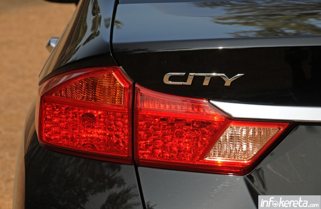 2014_Honda_City_preview_Thailand_ 052
