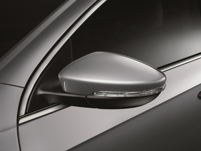 The Passat_Electric folding exterior mirrors