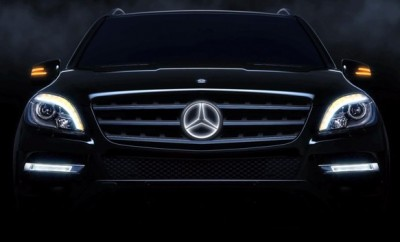 mercedes-benz-three-pointed-star-illuminated