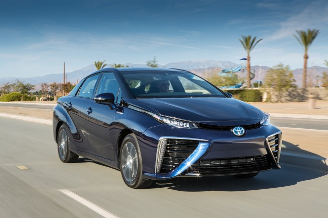 2016_Toyota_Fuel_Cell_Vehicle_041