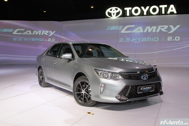 Camry_Hybrid_Ext_02