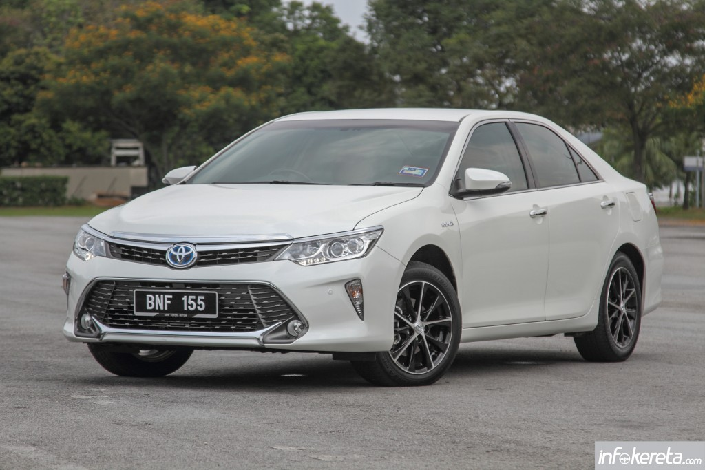 Camry_Hybrid_Ext_04