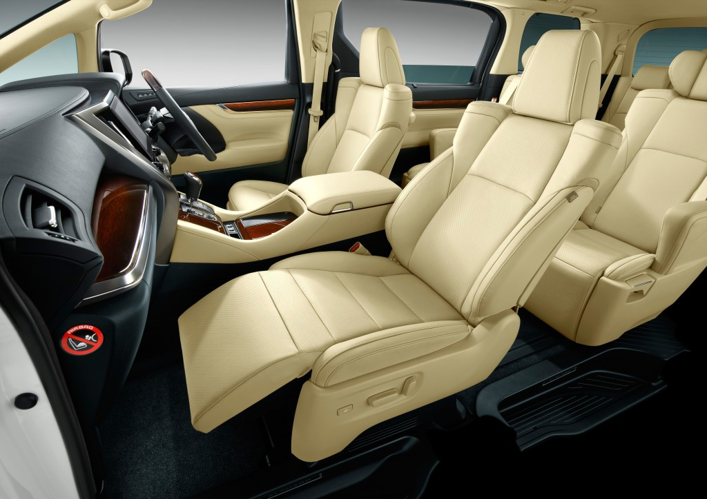 2015-Toyota-Vellfire_012-Vellfire-powered-front-seats