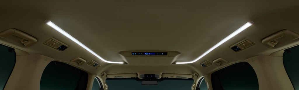 2015-Toyota-Vellfire_014-Vellfire-LED-roof-illumination